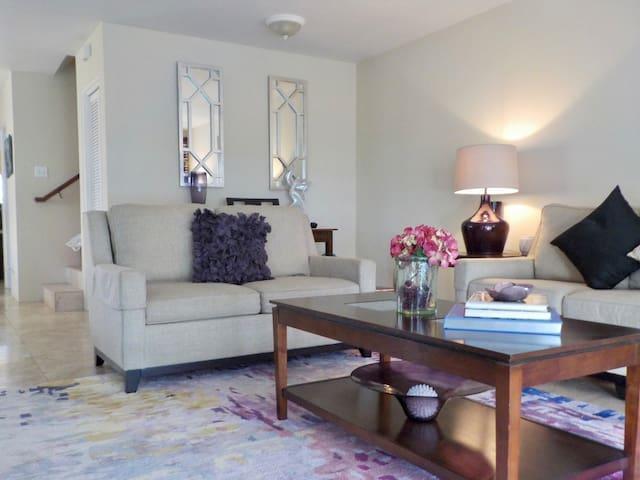 Elegant Room Near Popular South Shore Beaches