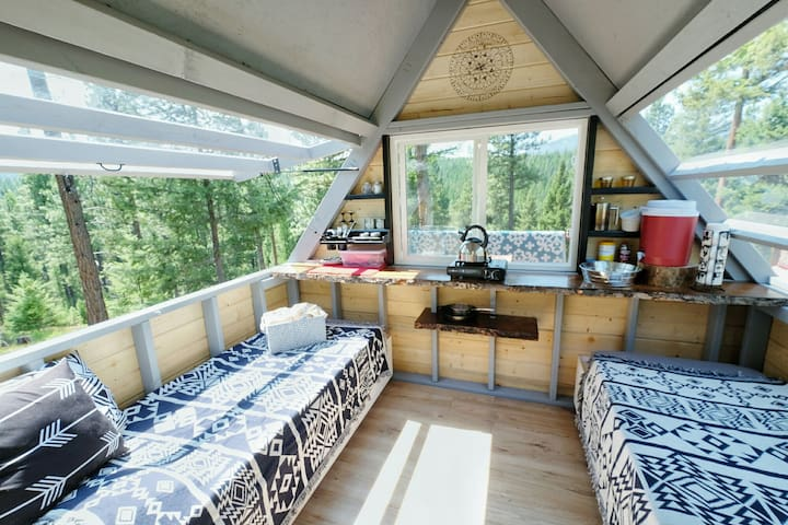 Enjoy your sweeping views of the mountains and forrest, without leaving your cabin or your bed! See the elk roam from your kitchen window or see the stars from indoors!