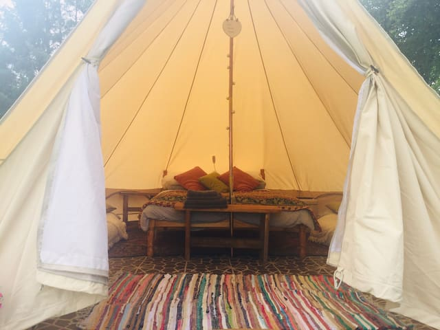 Cwm Cwtch Maes. Luxury glamping. Private site.