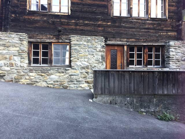 Sonnige und heimelige Wohnung im Dorf Ernen