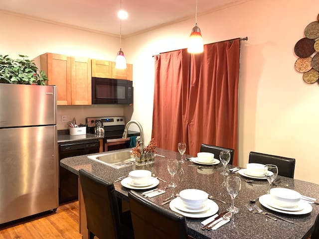 Cozy 4 Bedroom Home Accommodates 8 In Niagara(USA)