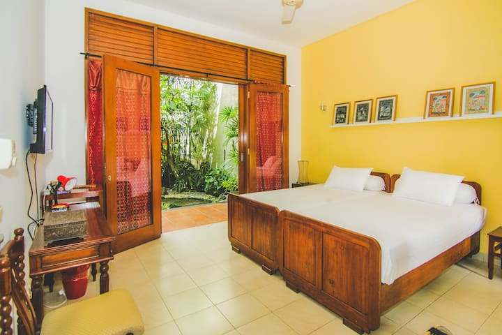 Cozy Suite Amidst Tropical Garden With Fish Pond