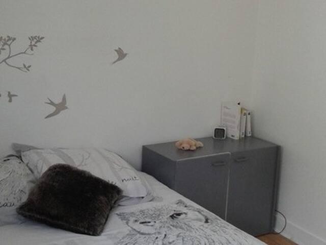 Chambre confortable à louer - Lormont - Condominium