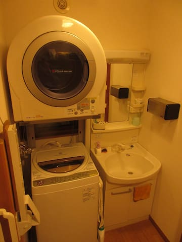 You can use the washing machine freely 浴室 洗濯機は自由に使えます