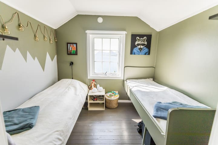 Second floor, child room, one single bed, and one shorter single bed.