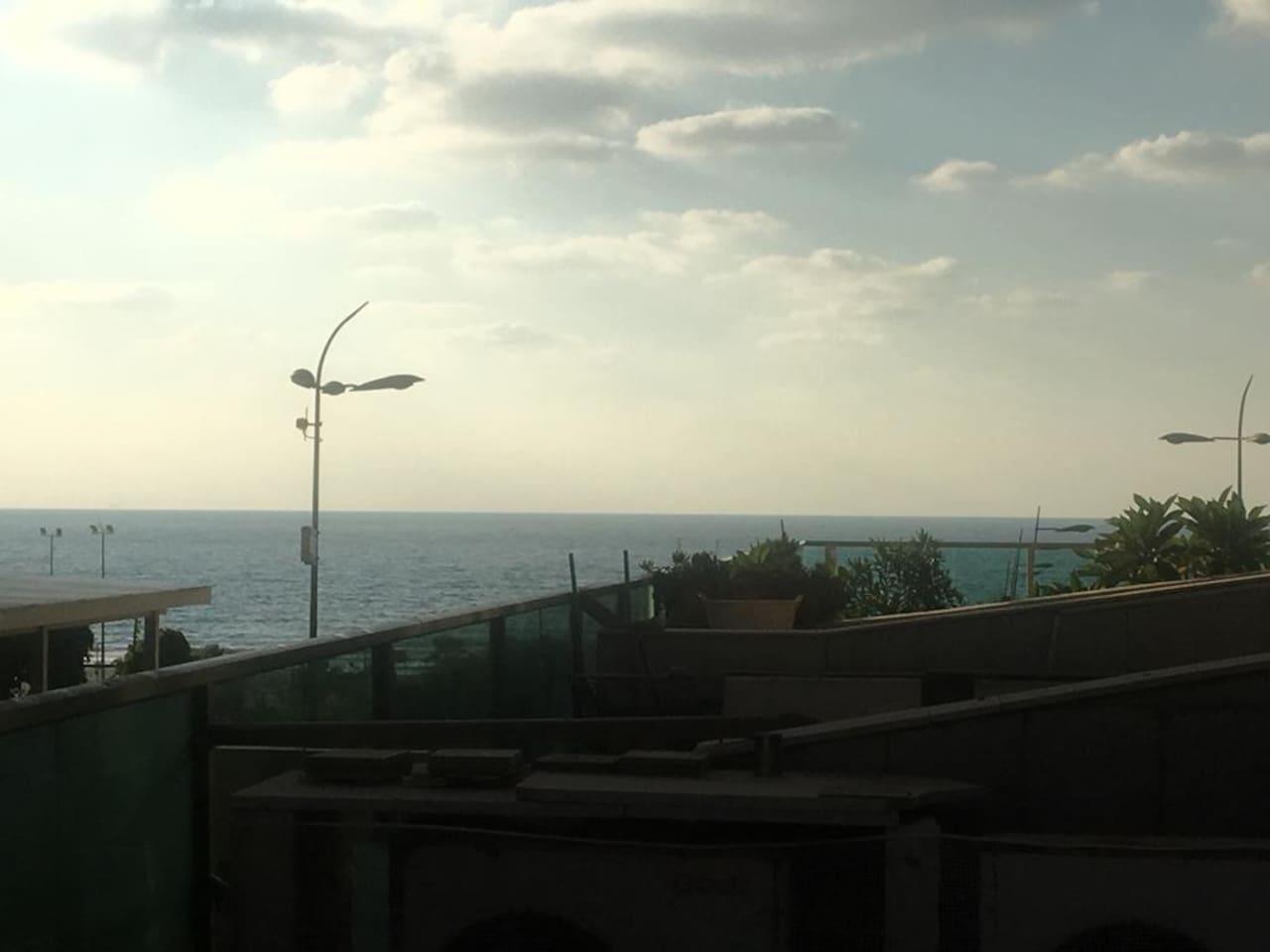 Вид на море с террасы.