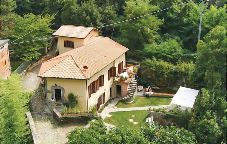 Holiday apartment with 2 bedrooms on 90m² in Bagnone MS