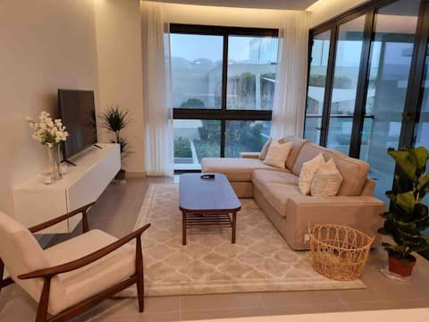 Beach access new Luxury 2 BR apartment with pool
