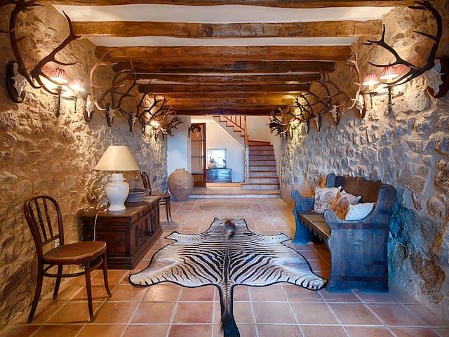 Mas Mallol, a Luxury XVIII century farmhouse - Agullana - Rumah