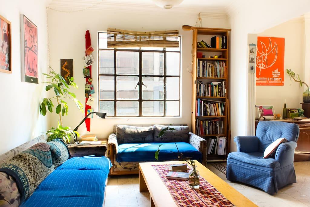 Habitaci n con dos camas cerca de bellas artes for Habitacion con dos camas