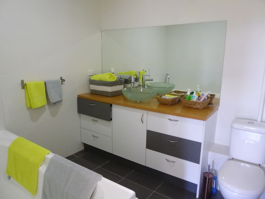 Bathroom with loo and bath, shampoo, hairdryer provided