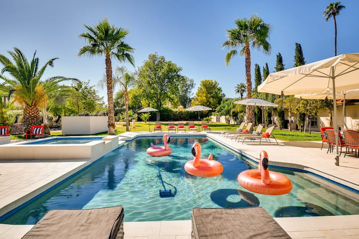PARADISE VALLEY 7BR/4BA ESTATE WITH HEATED POOL- SLEEPS 16!