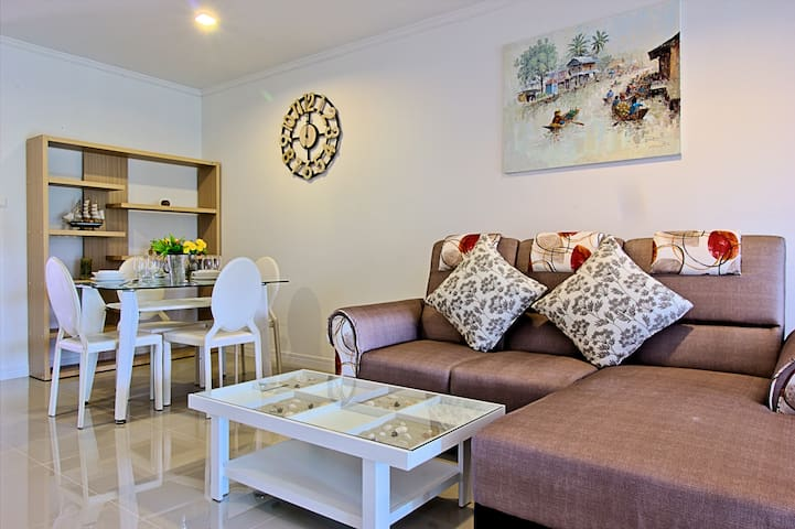 At home in the heart of Hua Hin -DN08-
