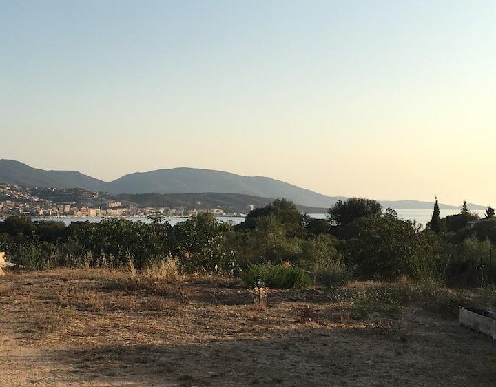 T2,  vue sur la baie de Propriano avec terrasse