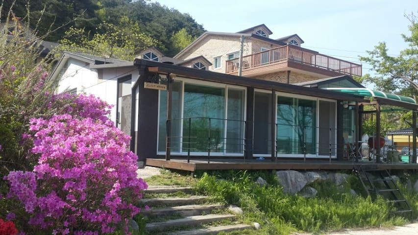 영화관,벽난로가 있는 편백나무 집 30평 새 집 - 단독전체 - Sacheon-myeon, Gangneung - House