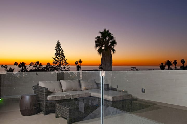 NEW LA JOLLA SUNSET, SURF & SERENITY BEACH HOUSE
