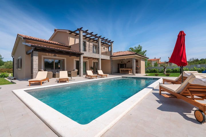 Beautiful Villa Mercedes with pool near Labin