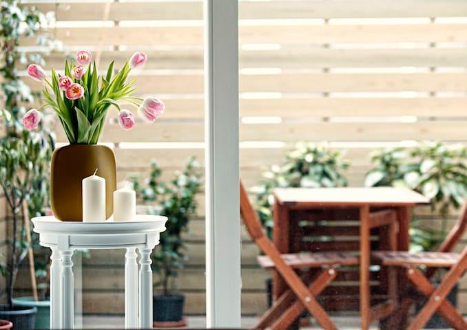 Quiet, spacious, with patio garden