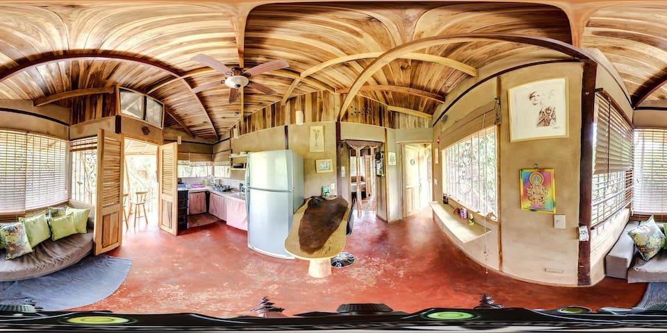 Maison d'hote dans Ecovillage - San Mateo - Cabane
