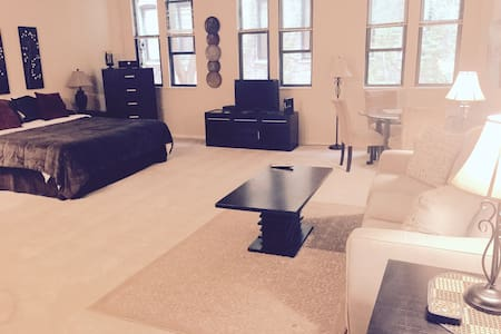 Studio loft located in Old Town 207 - Chicago - Loft