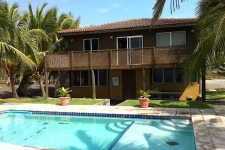Front Beach House in Monterrico - Monterrico - Casa