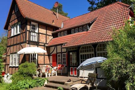 Zimmer am Waldrand i.d. Nordheide - Jesteburg - Rumah