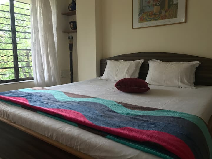 Private Bedroom in Large Flat Off Carter Road