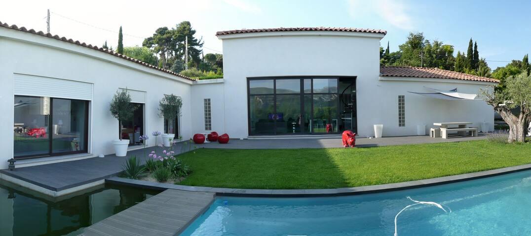 Villa de 175 m² avec piscine à Marseille