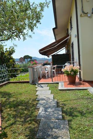 Casa Vacanza La Luna appartam.Viola - SARZANA - House