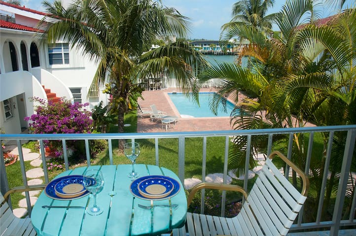Lovely one-bed waterfront apartment - Freeport