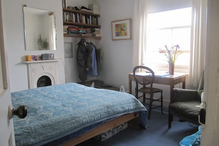Aunty Millie's B & B - double room - Glastonbury