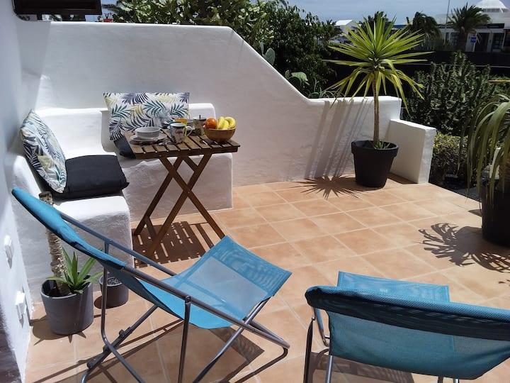 Cactus: apartamento de diseño frente a la piscina