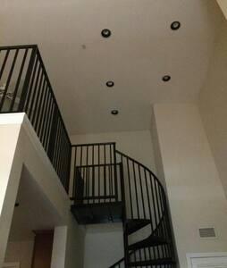 spiral stairs Cheshire bridge lenox - Atlanta - Loft
