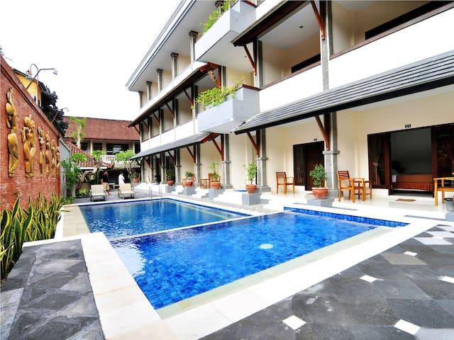 Jesens Inn II Kuta Bali - Kuta - Bed & Breakfast