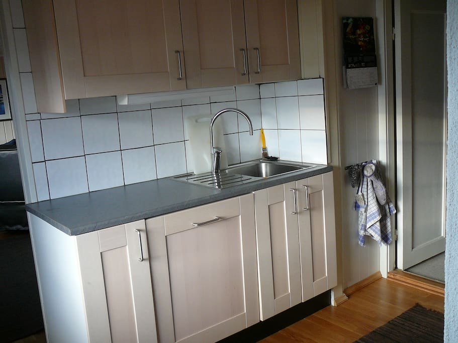 Kitchen with integrated dishwasher