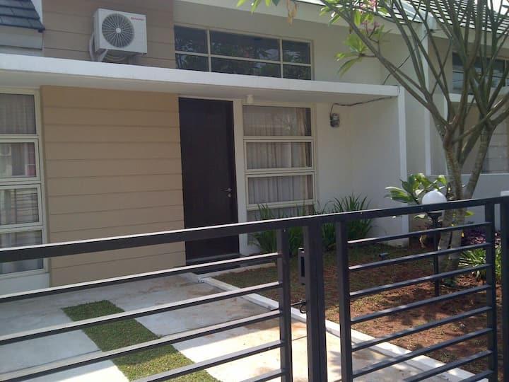 Guest House near Mekarsari Garden