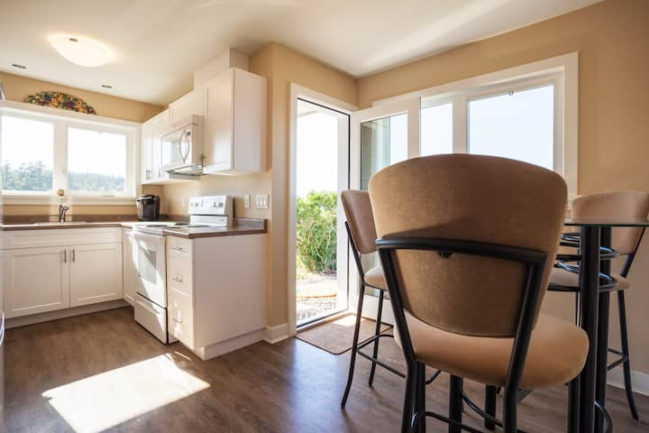 Oceanfront suite with full kitchen