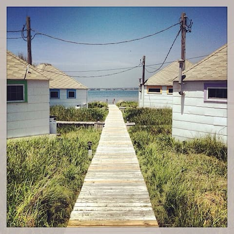 Beehive Bungalows, Cottage #4 - on the water - Westhampton Beach - Cabaña