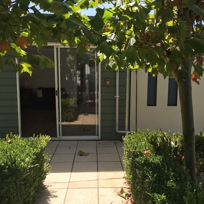 Peaceful self contained garden apartment