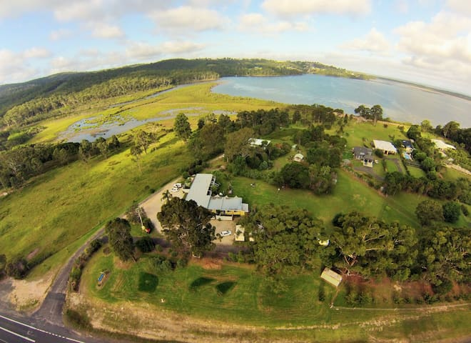 Top of the Lake Holiday Units - Millingandi, Merimbula - Apartment