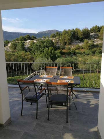 Green Oasis Privacy 10min away from Split center