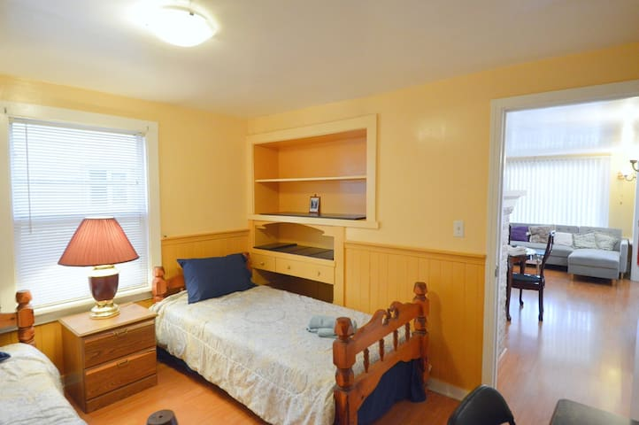 Room 1 with one Twin bed