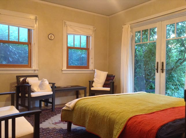 Plum Room, Hummingbird Farm - Portland - Bed & Breakfast