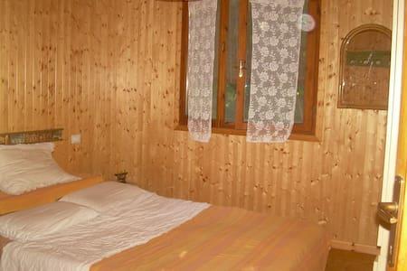 stanza in casetta di legno - Camaiore