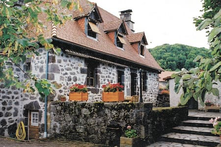 Gite entre Aurillac et Lioran - Saint-Étienne-de-Carlat - House