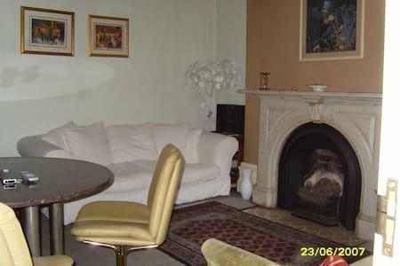 1a. PARKSIDE:  Single room - £30 - Manchester