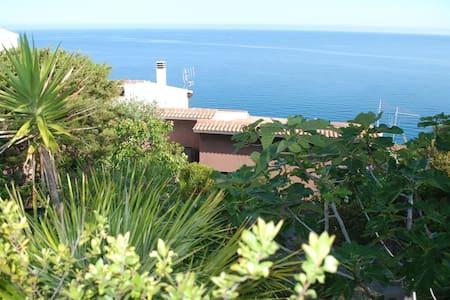 Villa overlooking the sea - คาสเตลซาร์โด - วิลล่า