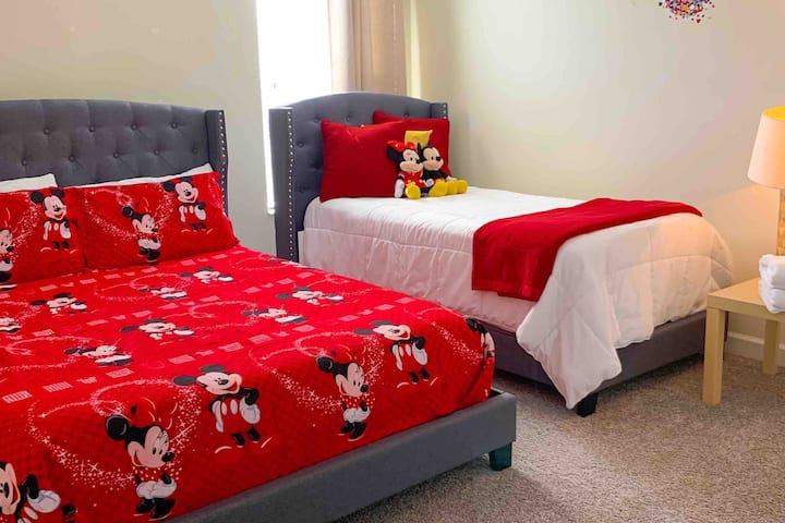 Comfortable Mickey's room red! Queen + Twin bed
