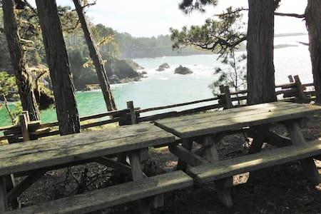 Ocean Views, Mendocino, Walk to Beach and Park!