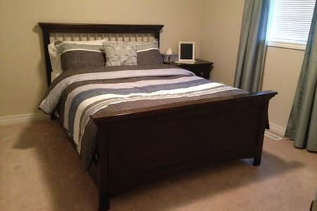 Comfortable Clean Bedroom all 4u! - Barrie - 獨棟
